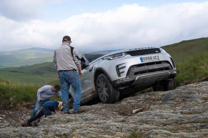 Green Laning  - Land Rover Discovery incline
