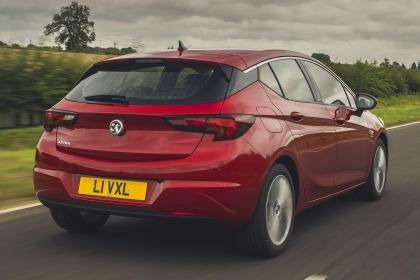Vauxhall Astra 2019 facelift - rear tracking