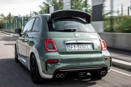 Abarth 695 70th Anniversario - rear tracking