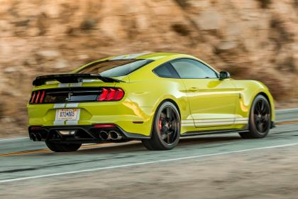 Ford Mustang Shelby GT500 - rear tracking