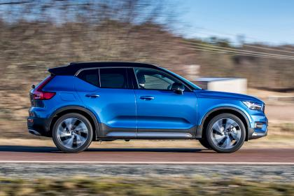 Volvo XC40 T5 Twin Engine - side