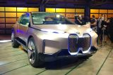 BMW Vision iNEXT - LA Motor Show - front